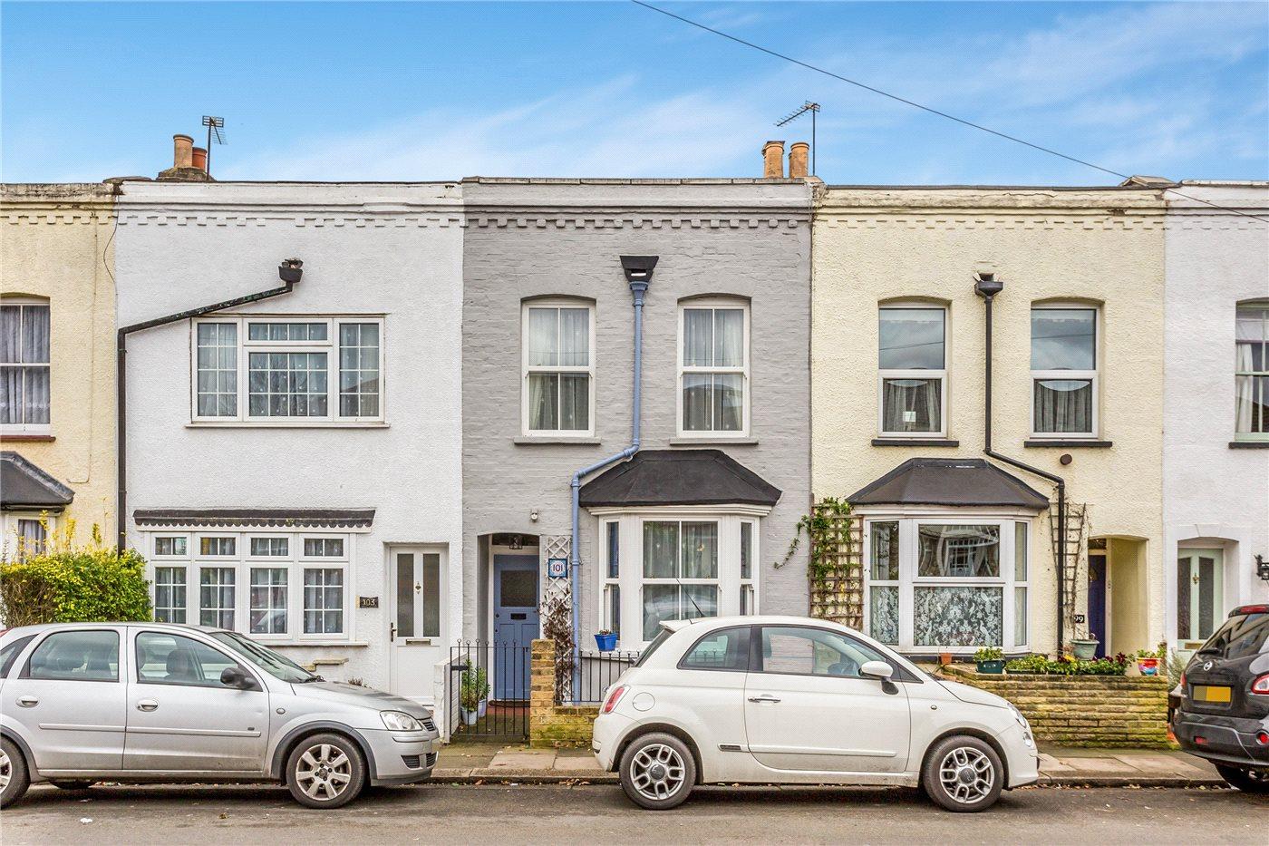 2 Bedroom Property For Sale In Goat Lane Enfield En1