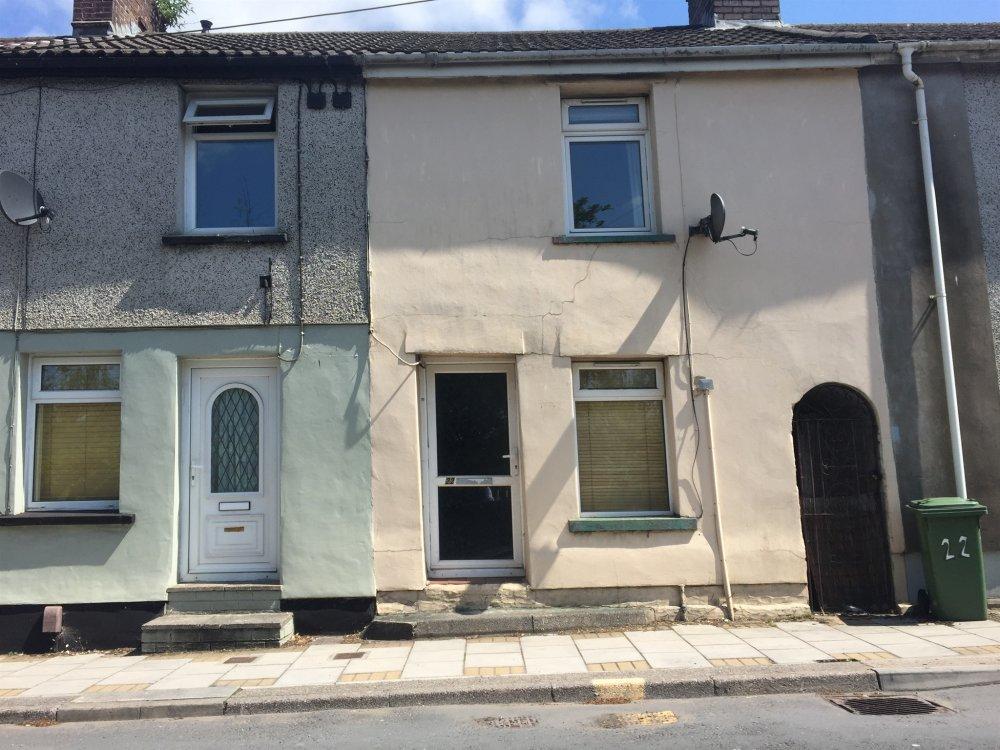 2 bedroom property for sale in williams place pontypridd for Q kitchen pontypridd