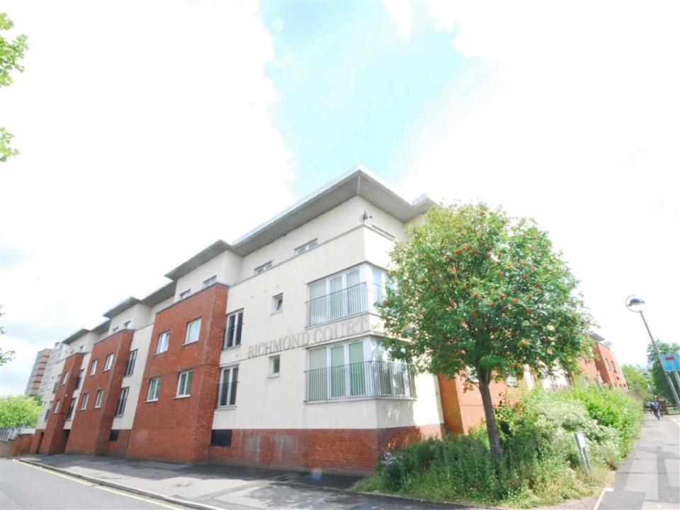 3 Bedrooms Property for sale in Richmond Court, Salford