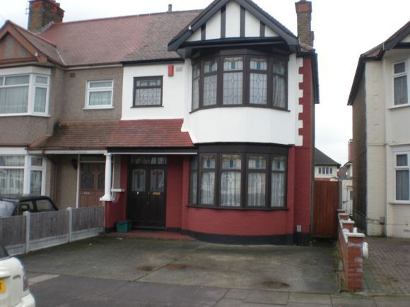 3 Bedrooms Flat for rent in Headly Drive, Gants Hill, Ilford