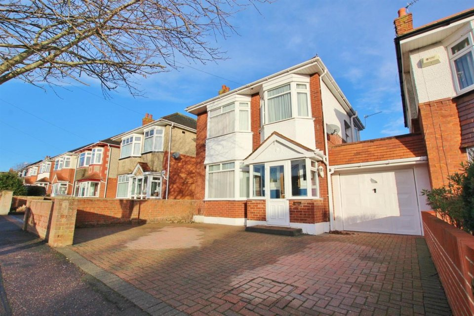3 Bedrooms Property for sale in Priory View Road, Moordown, Bournemouth