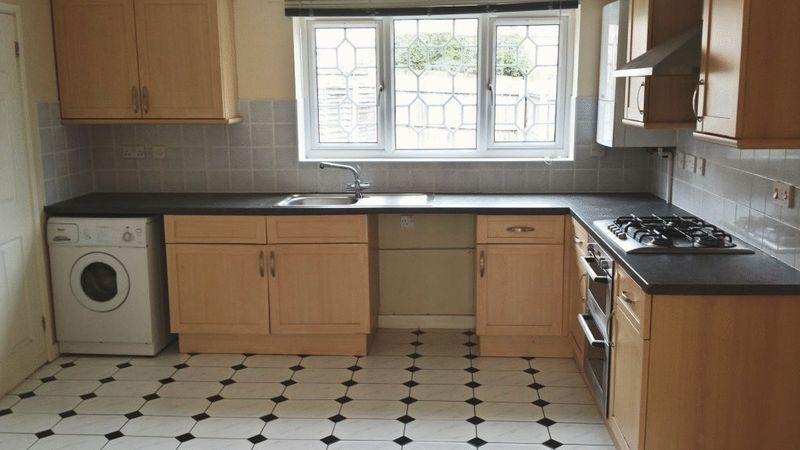 Kitchen Tiles Oldbury 4 bedroom property to let in inkberrow close, oldbury - £750 pcm