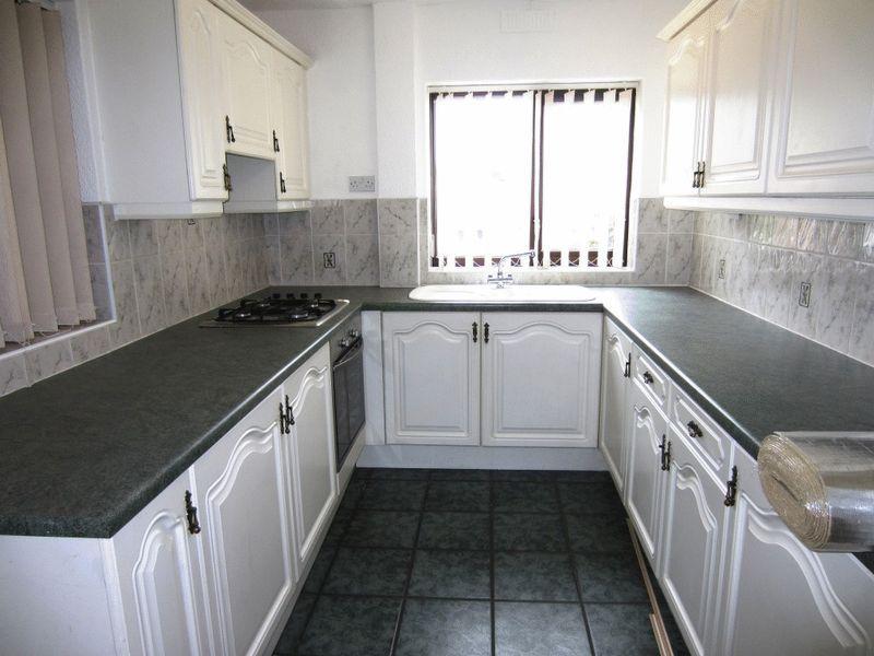 Kitchen Tiles Oldbury 2 bedroom property to let in harvington road, oldbury - £675 pcm
