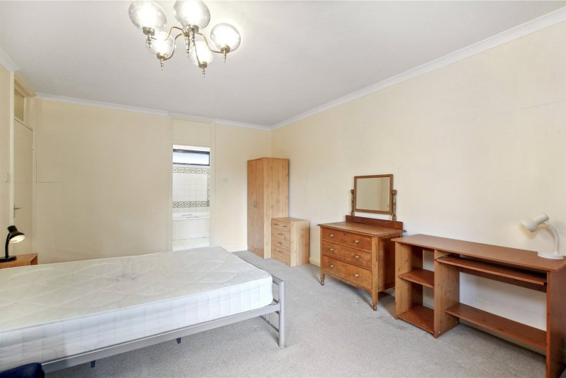 Flat/apartment to rent in Fulham & Parsons Green - Alder Lodge, 73 Stevenage Road, London, SW6