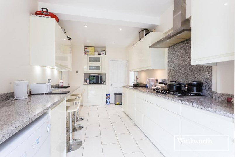 House for sale in Golders Green - The Vale, Golders Green, London, NW11