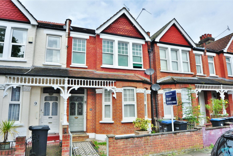 Flat/apartment to rent in Palmers Green - Devonshire Road, London, N13