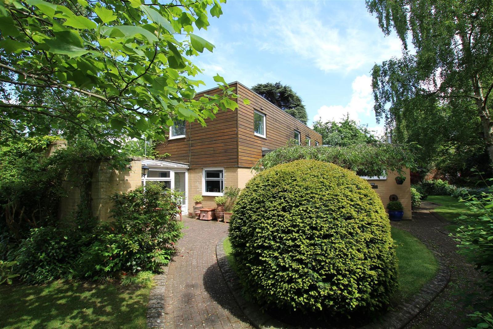 3 Bedrooms Property for sale in Newton Park, Newton Solney, Burton-On...