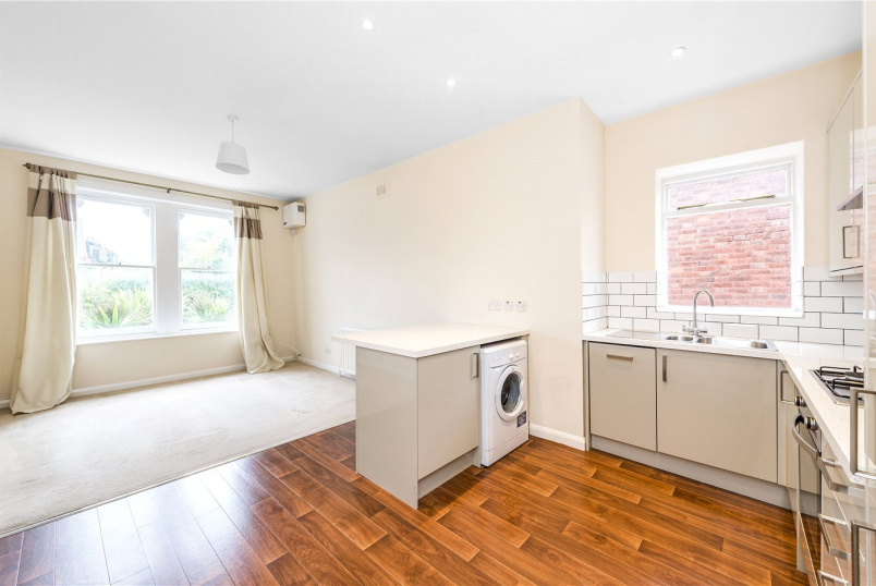 Flat/apartment to rent in Streatham - Farnan Road, London, SW16