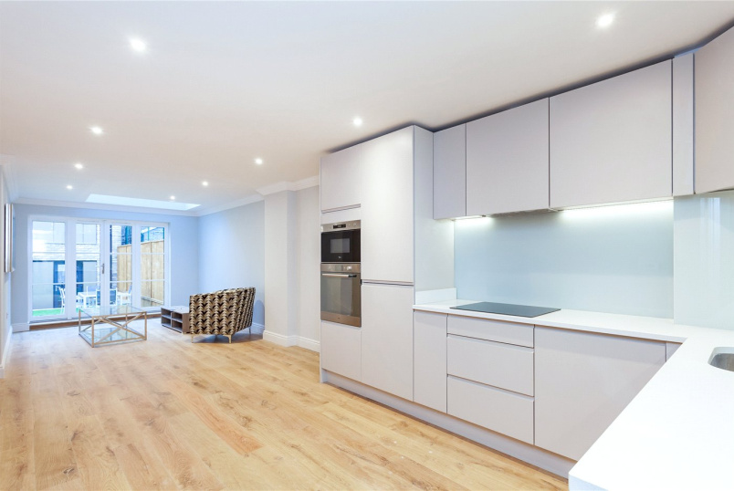 Maisonette to rent in Islington - Benwell Road, Islington, N7