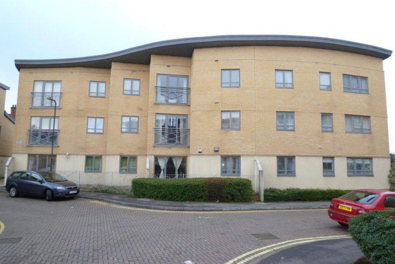 Flat/apartment to rent in Harrow - Robert House, Sovereign Place, Harrow, HA1