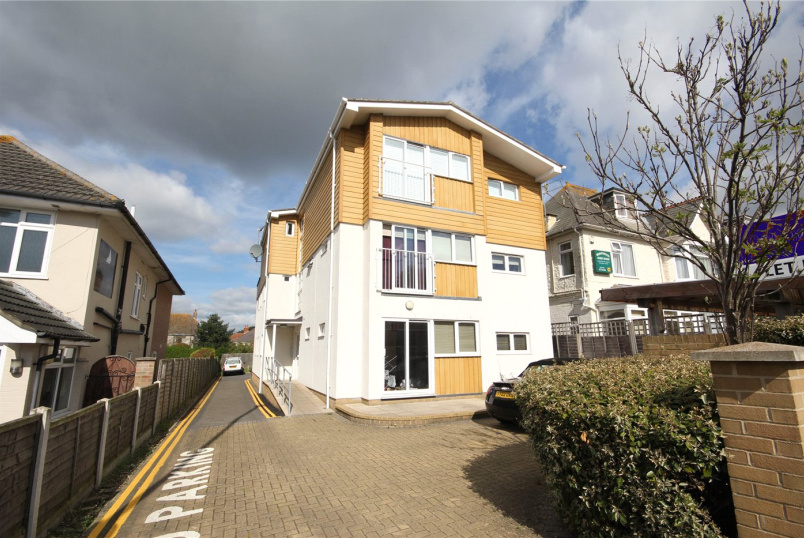 Flat/apartment to rent in Highcliffe - The Compass, 57 Stour Road, Christchurch, BH23