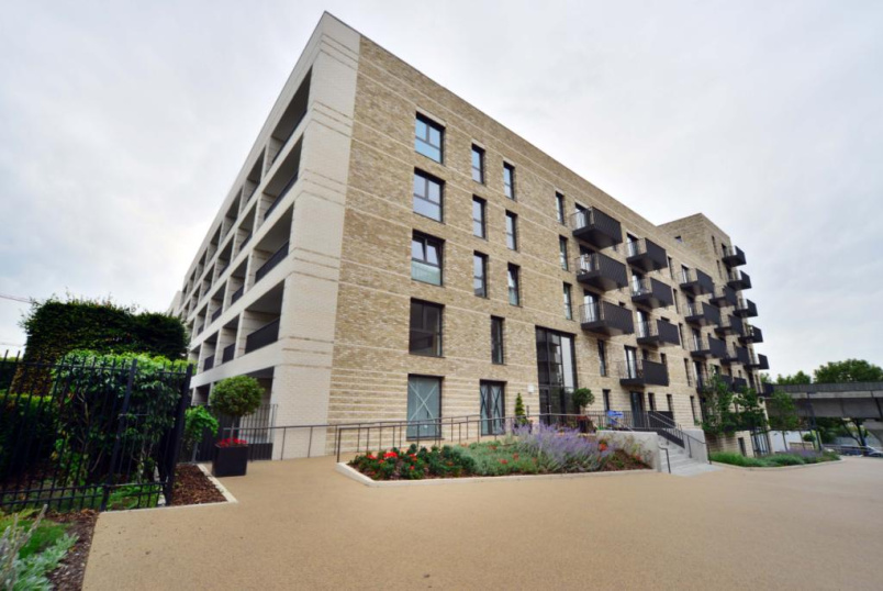 Maisonette to let - Waterside Park, North Woolwich Road, The Royal Docks, E16