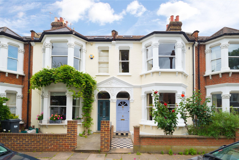 House for sale - Whitehall Gardens, Chiswick, W4
