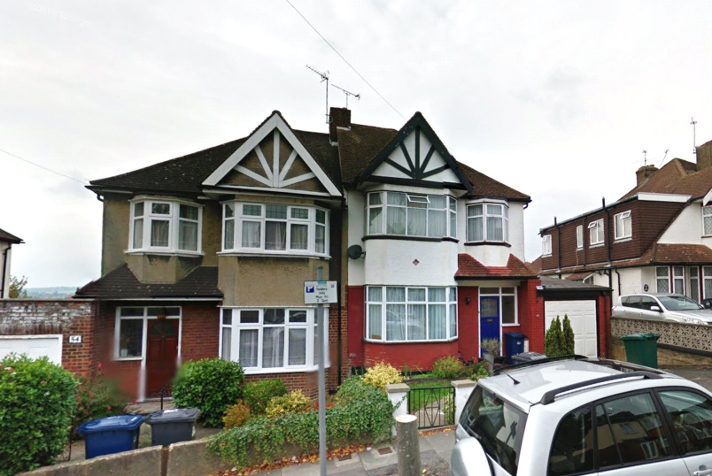 House to rent in Barnet - Woodfall Avenue, Barnet, Herts, EN5