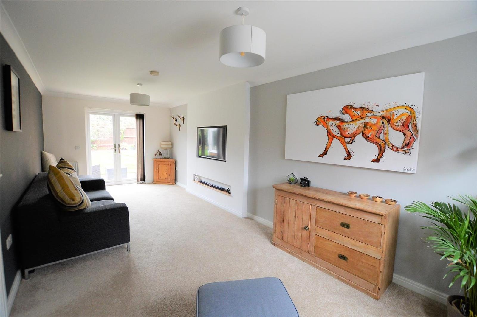 5 Bedrooms Property for sale in Parker Close, Stamford