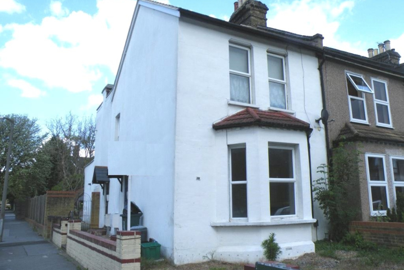 Maisonette to rent in Beckenham - Somerville Road, London, SE20