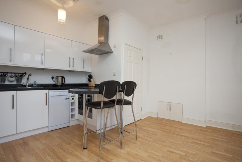 Flat/apartment to rent in Streatham - Westwell Road, Streatham, London, SW16