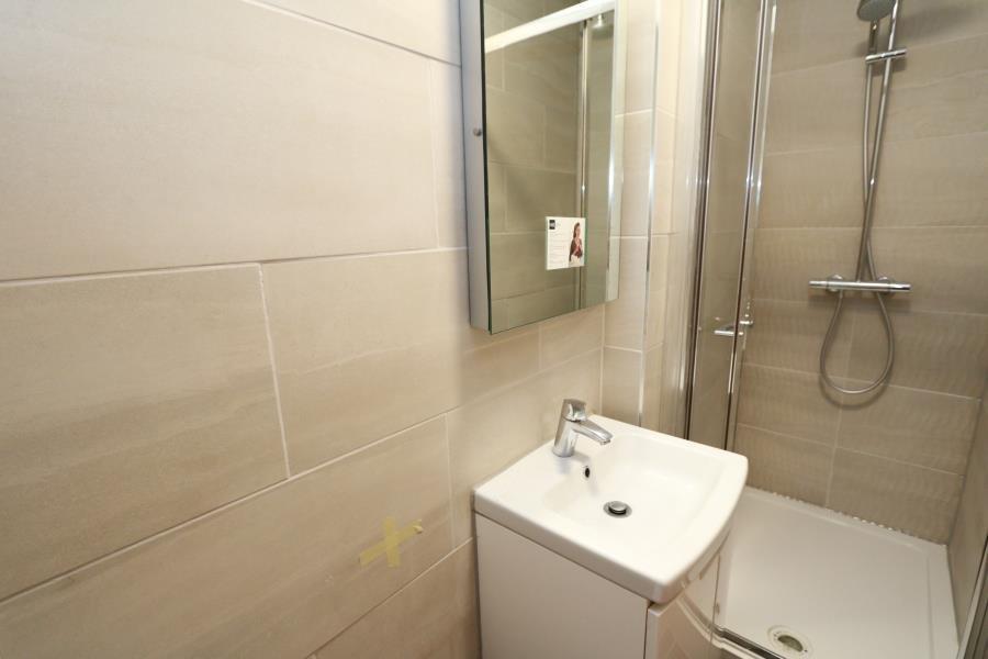 1 Bedroom Property To Let In Surbiton Surrey 163 850 Pcm
