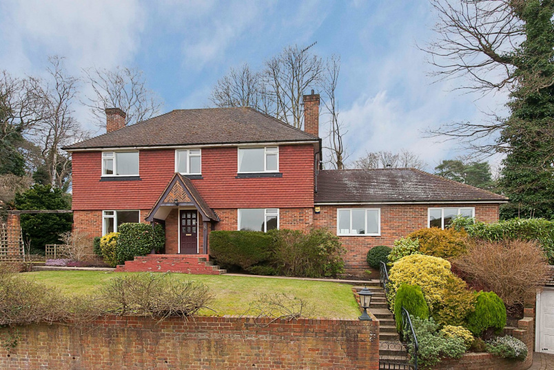 Detached house to rent in Weybridge - Kingswood Close, Weybridge, KT13