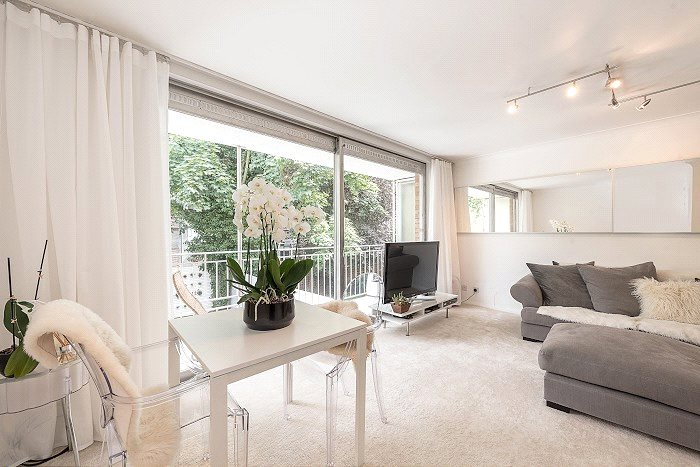 House to let - Avenue Road, St John's Wood, London, NW8