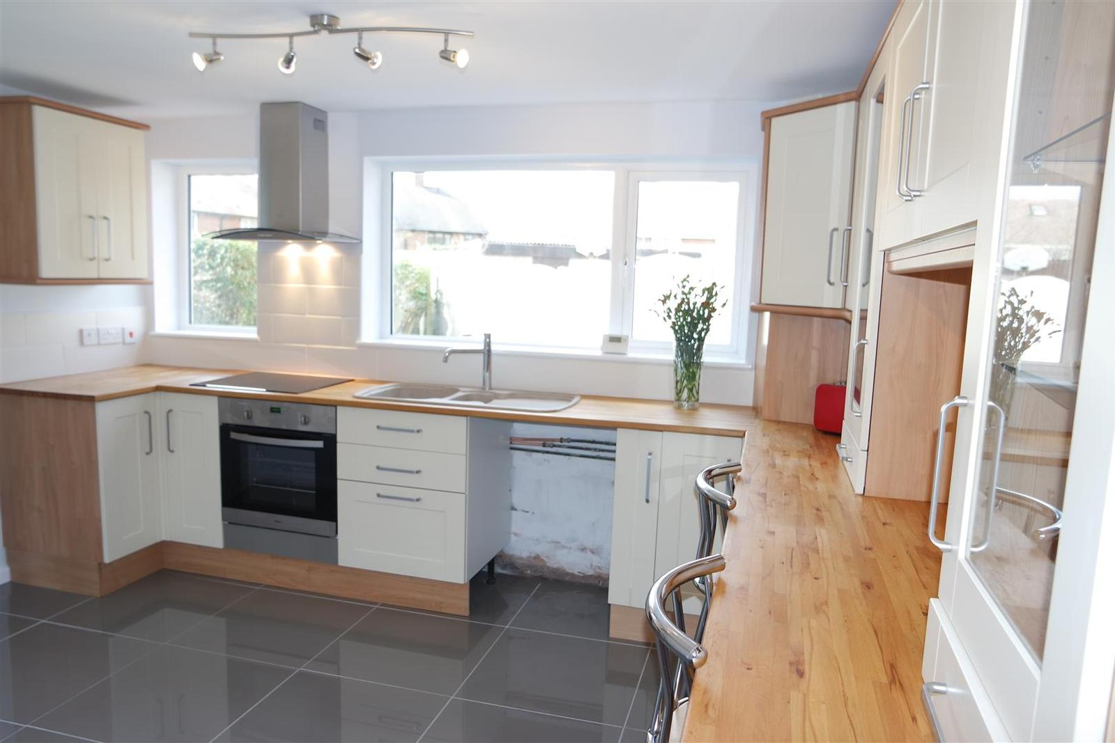 3 bedroom property for sale in Yew Tree Drive, Shirebrook, Mansfield ...
