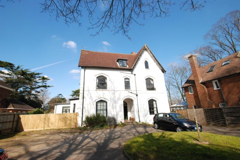 Flat/apartment to rent in Guildford - Epsom Road, Guildford, Surrey, GU1