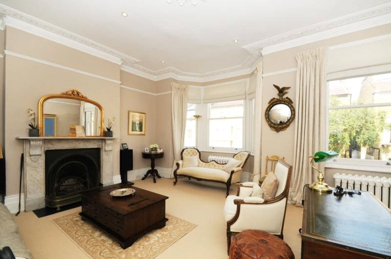 House to let - Frithville Gardens, Shepherds Bush, W12