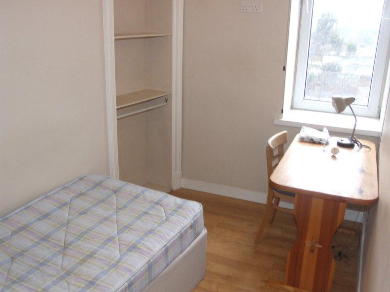 3 Bedroom Flat To Rent In Rosemount Place Rosemount
