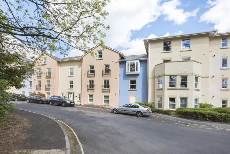 Flat/apartment to let - Ashbourne Court, Winton Close, Winchester, SO22