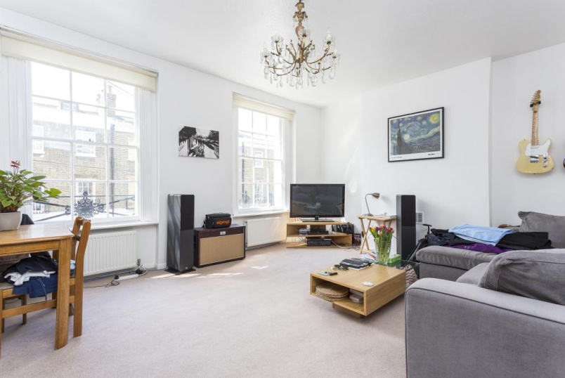 Maisonette to let - St. Peter's Street, Angel, N1
