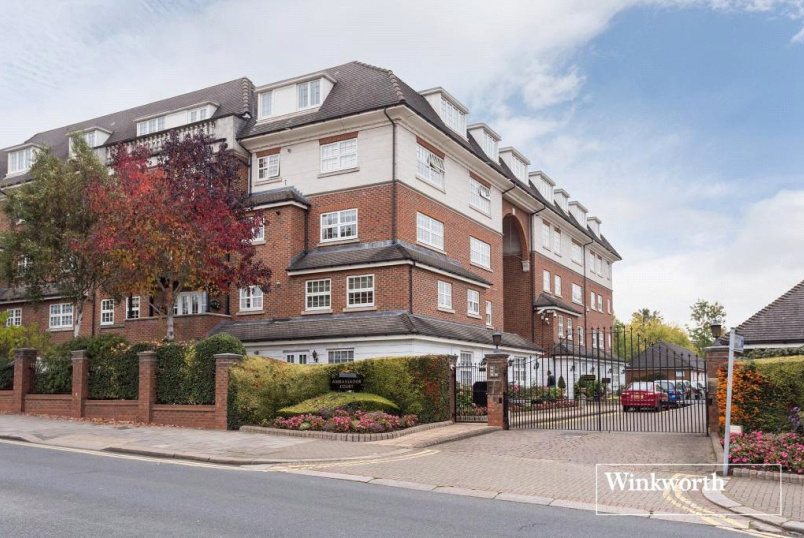 Flat/apartment for sale in Hendon - Ambassador Court, Century Close, London, NW4