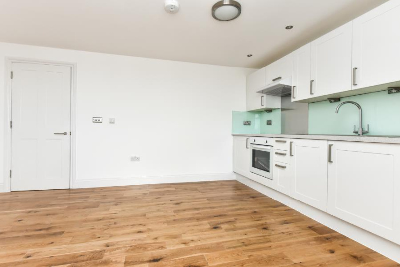 Flat to let - LAVENDER HILL, SW11