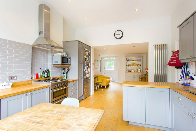 House to let - Northolme Road, Highbury, N5