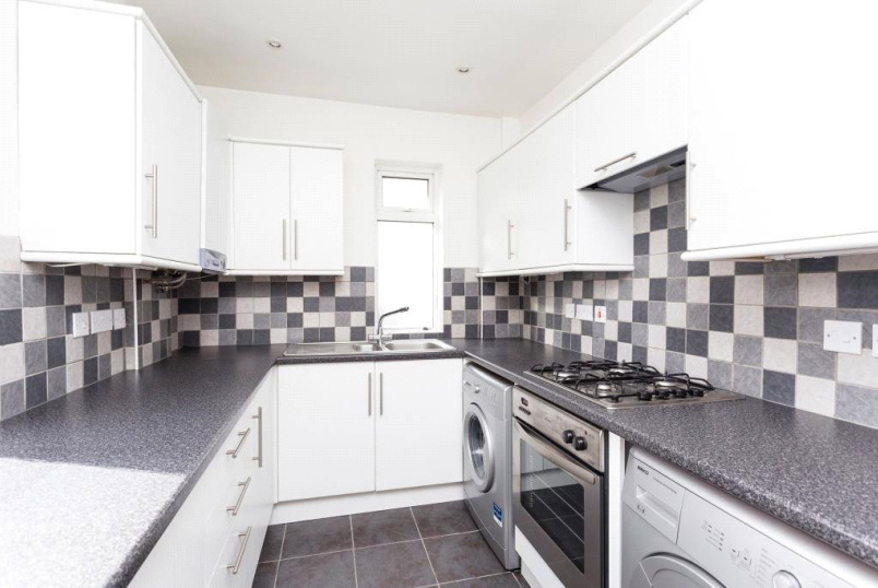 Flat/apartment to let - Western Court, Huntly Drive, West Finchley, N3