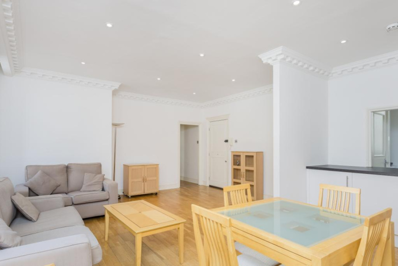 Flat/apartment to let - Walden House, 32-33 Marylebone High Street, London, W1U
