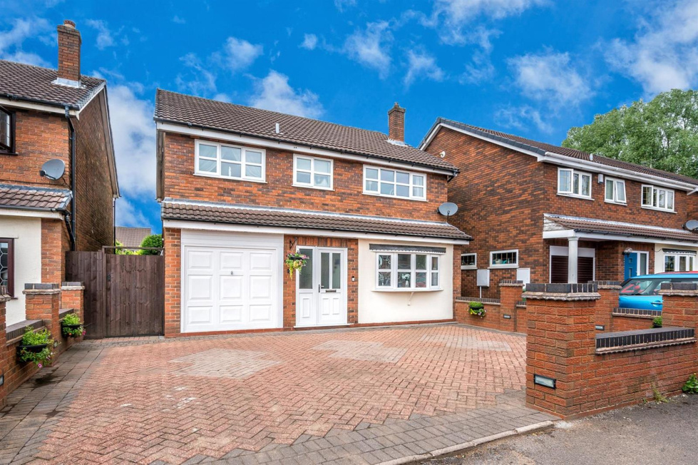 4 bedroom property for sale in Kinross Avenue, Hednesford, Cannock