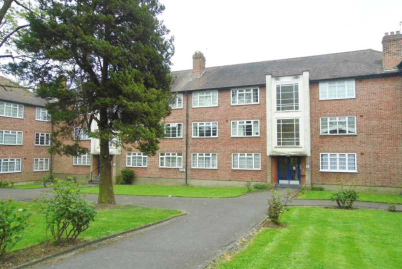 Flat/apartment to rent in Finchley - Cardrew Court, Friern Park, North Finchley, N12