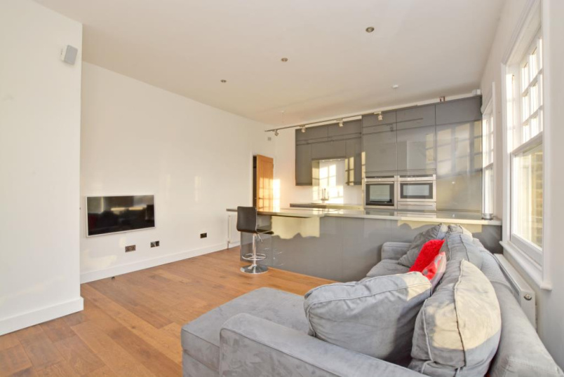 Flat/apartment to let - Westcombe Hill, Blackheath, SE3