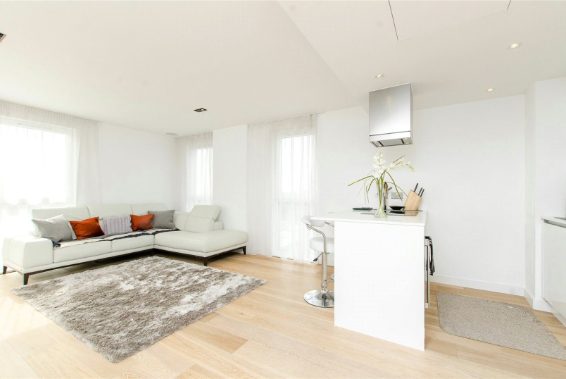Flat/apartment to let - Courtyard Apartments, 3 Avantgarde Place, London, E1
