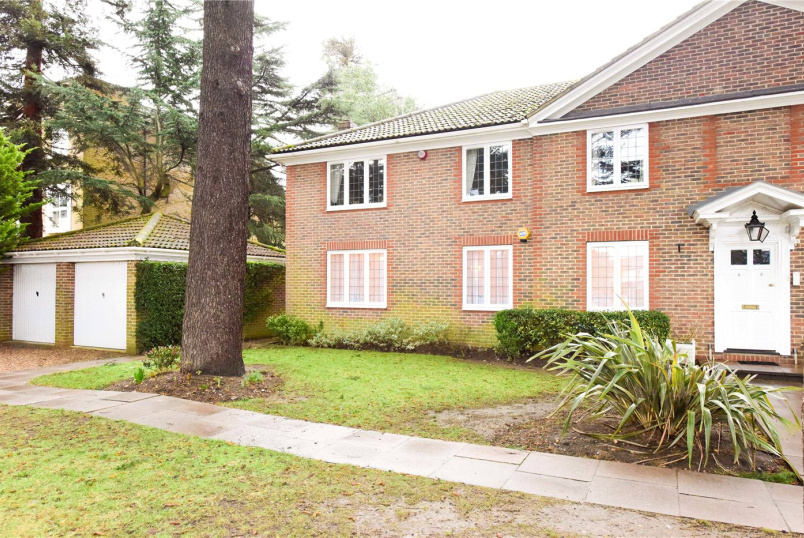 Flat/apartment for sale - Rosslyn Park, Weybridge, Surrey, KT13