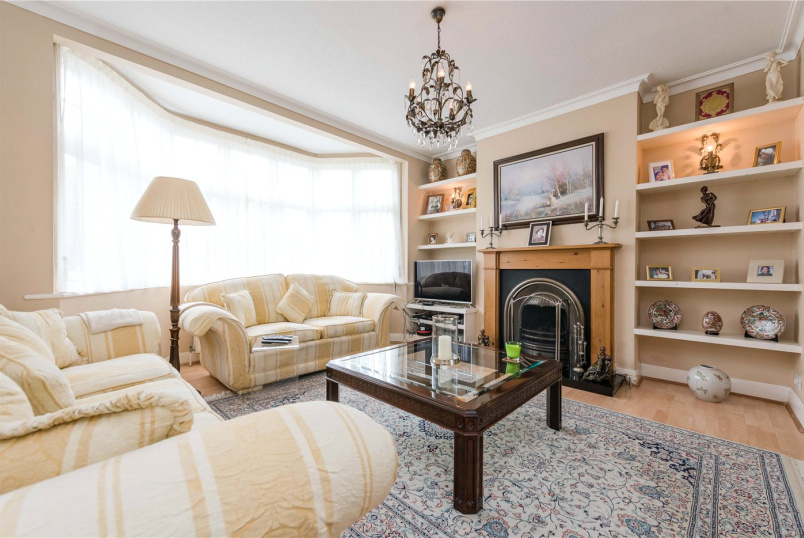 House new instruction - Gladstone Park Gardens, London, NW2