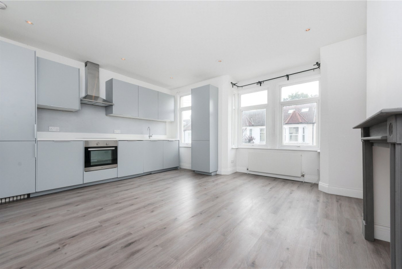 Flat/apartment to let - Fortune Gate Road, London, NW10