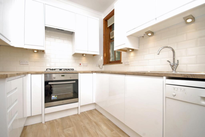 Flat/apartment to let - The Glebe, Blackheath, SE3