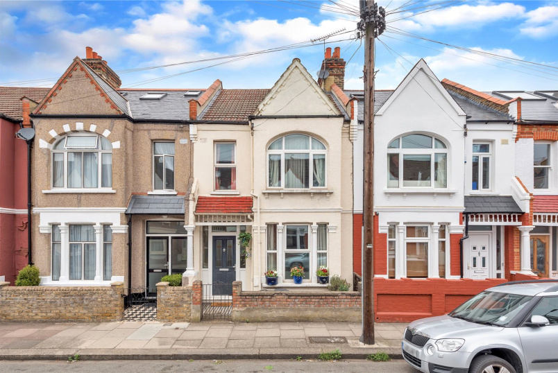 House for sale in Tooting - Valnay Street, London, SW17