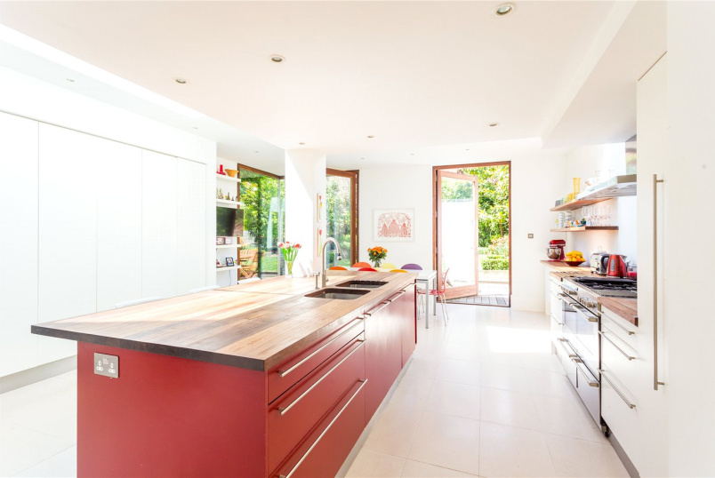 House new instruction - Connaught Road, London, N4