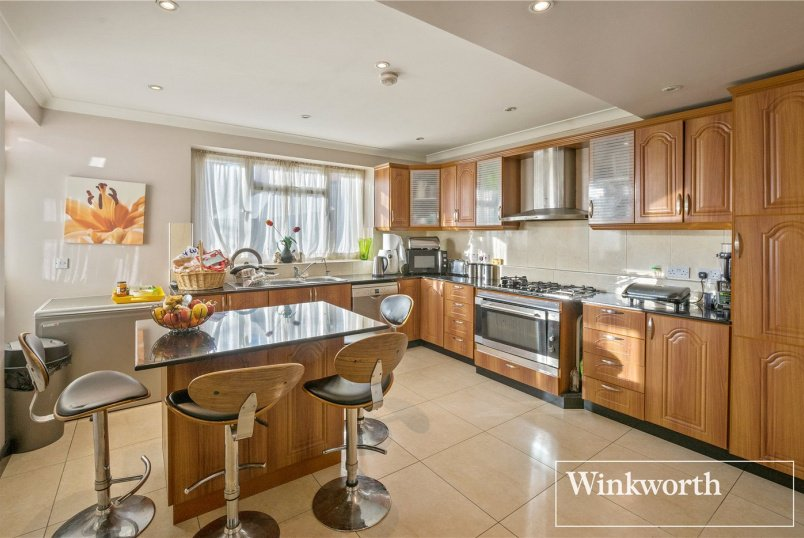 House for sale in Kingsbury - Springfield Gardens, Kingsbury, London, NW9