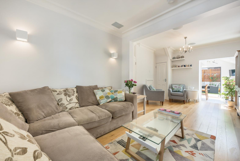 House - terraced for sale in Battersea - KINGSLEY STREET, SW11