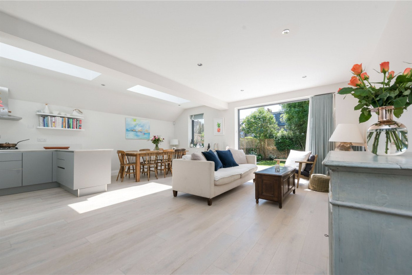 Flat/apartment for sale in Kensal Rise & Queen's Park - Leighton Gardens, London, NW10