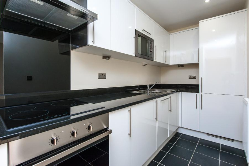 Flat to rent in Kennington - LETT ROAD, SW9