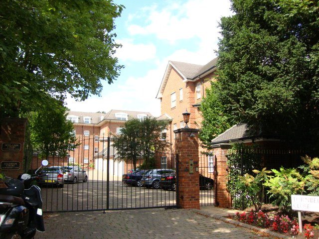Flat/apartment to rent in Hendon - Allerton Court, 1 Turnberry Close, London, NW4